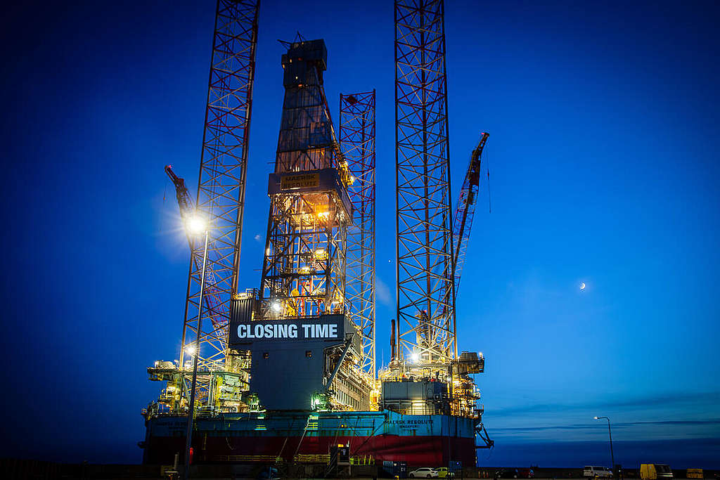 Oil Rig Projection in Esbjerg, Denmark. © Michael Hedelain / Greenpeace