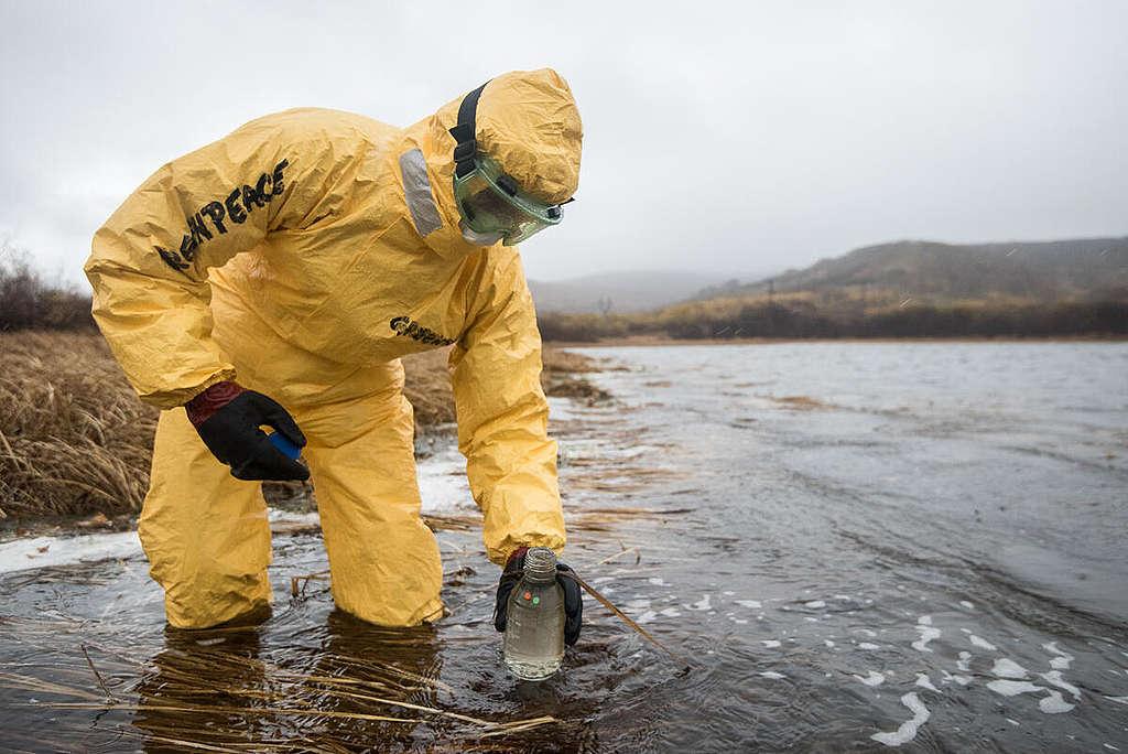 Sampling Activity at Lake Prilivnoe, Petropavlovsk-Kamchatsky in Russia. © Dmitry Sharomov / Greenpeace