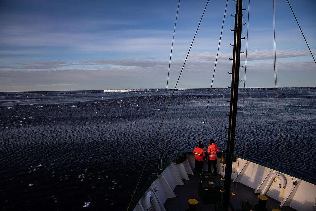 Arctic Sunrise in the Arctic Sea. © Daniella Zalcman / Greenpeace