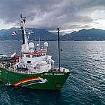 MY Arctic Sunrise in the Indian Ocean. © Maarten Van Rouveroy / Greenpeace