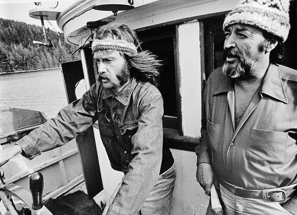 Bob Hunter and Ben Metcalfe in Canada. © Greenpeace / Robert Keziere