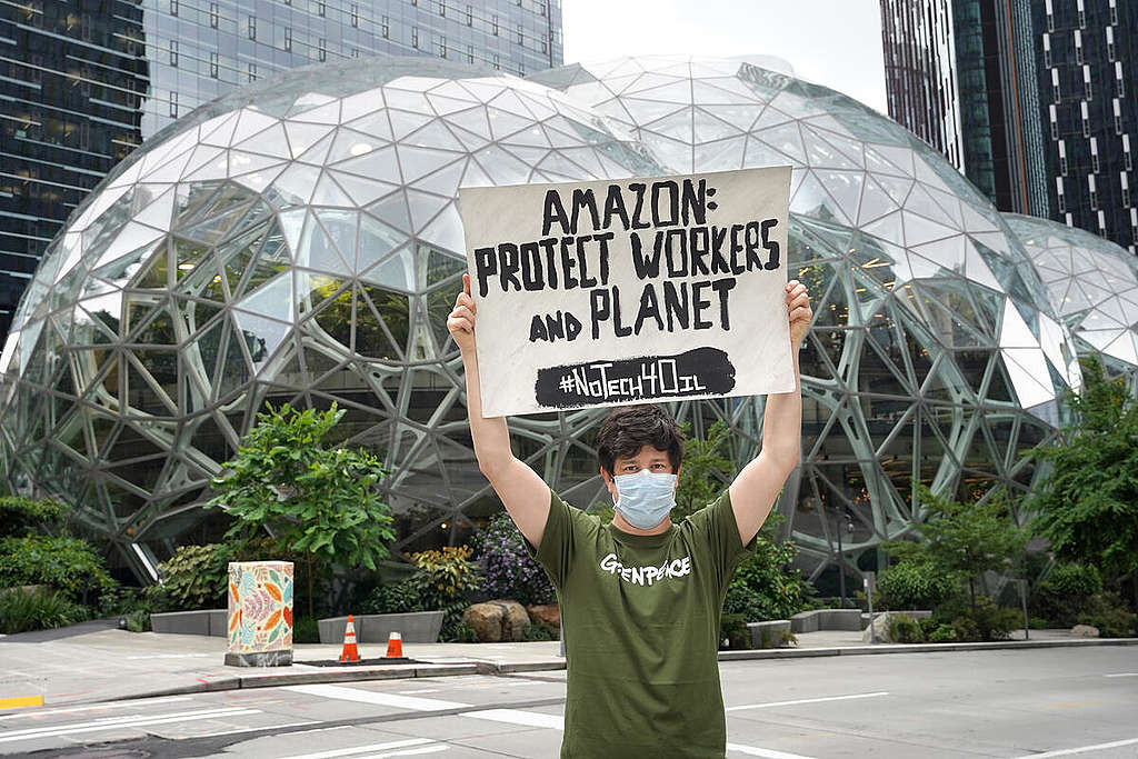 Message for Amazon in Seattle. © Marcus Donner / Greenpeace