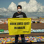Action in Honor of 400 Thousand Lives Lost to Covid-19 in Brazil. © Christian Braga / Greenpeace