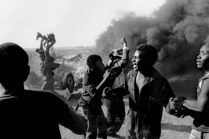 Anti Apartheid protest, South Africa. © Paul Weinberg, Wikimedia Comms CC 3.0