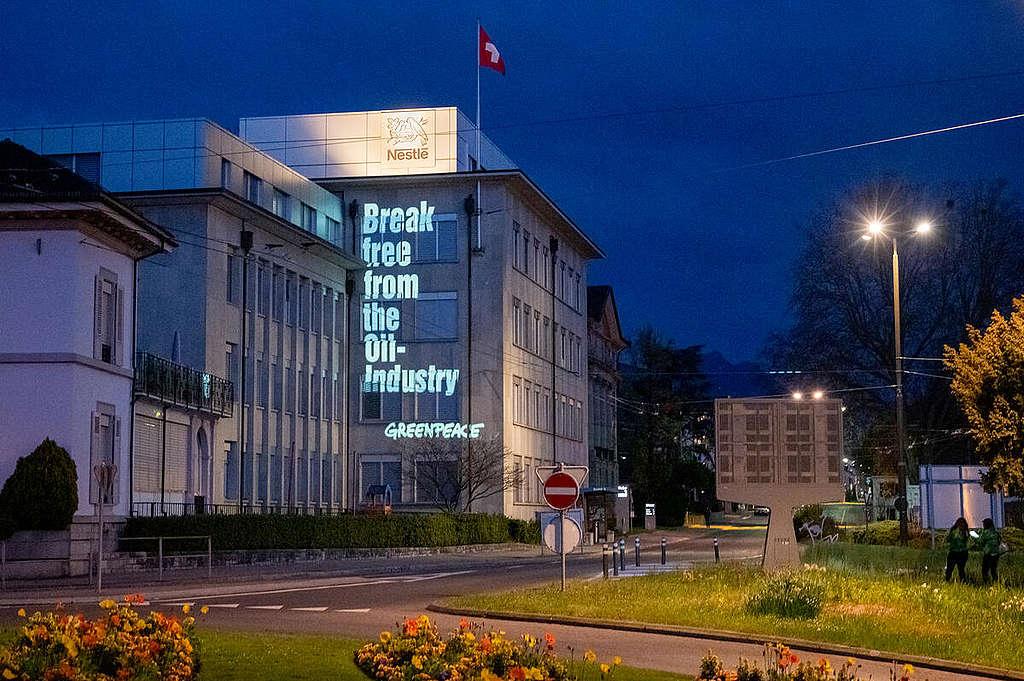 Activists warn Nestlé Shareholders against Plastic Investments in Switzerland. © Flurin Bertschinger / Greenpeace