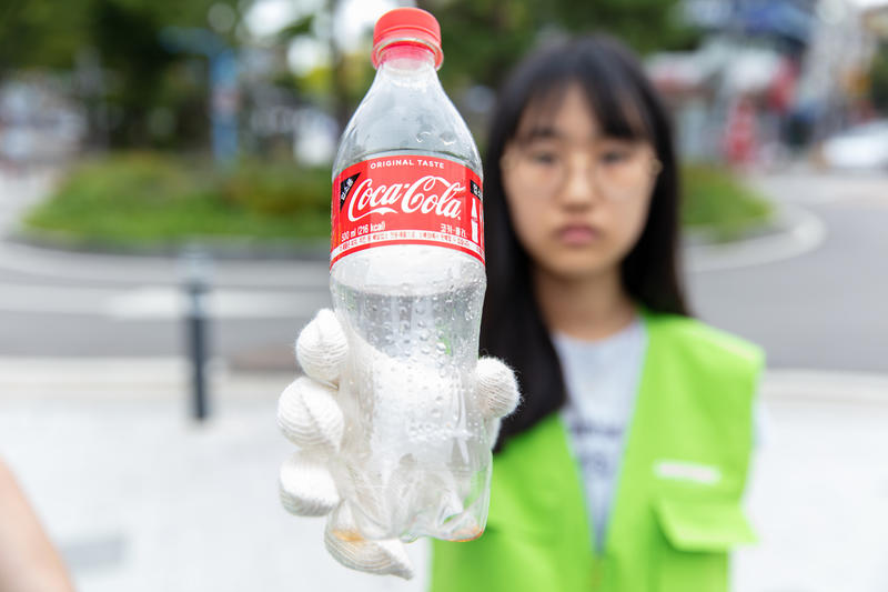City Trash Hunt and Brand Audit in South Korea. © Soojung Do / Greenpeace