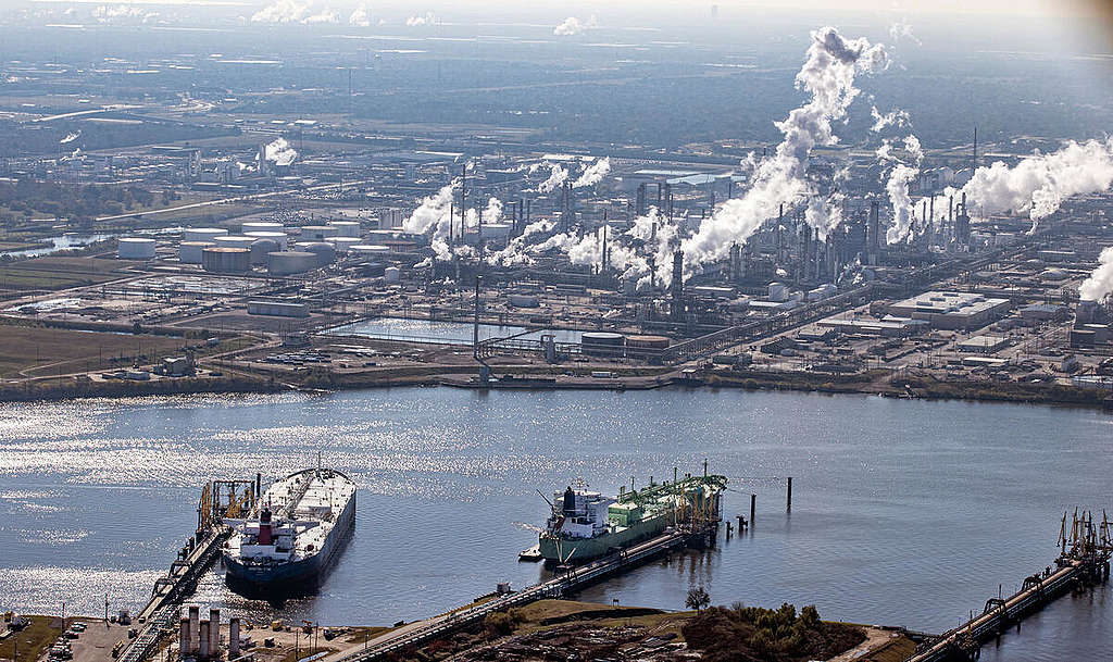 Ship Channel and Oil Facilities in Texas. © Aaron Sprecher / Greenpeace