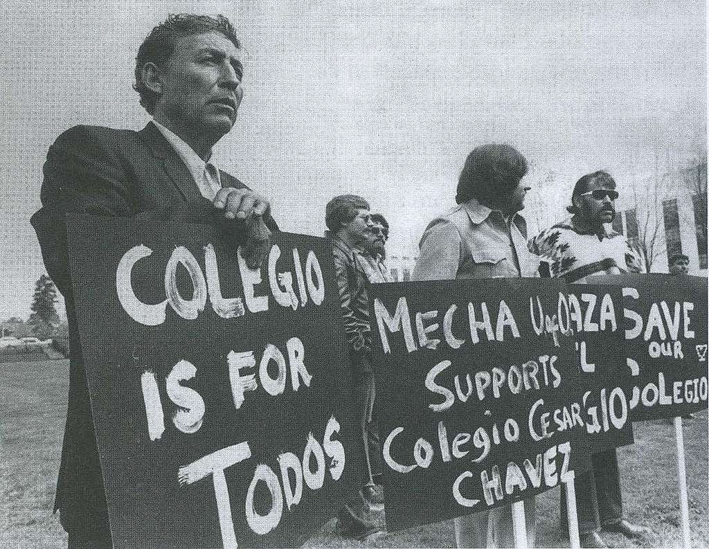 Supporters of Cesar Chavez, founder of the National Farm Workers Association. © Movimentos, Wikimedia Commons CC 3.0