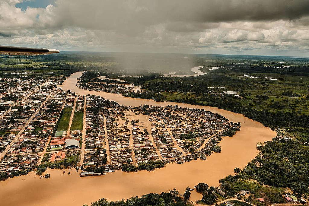 Overflight in Sena Madureira under Flood, Acre, Brazil. © Alexandre Noronha / Greenpeace