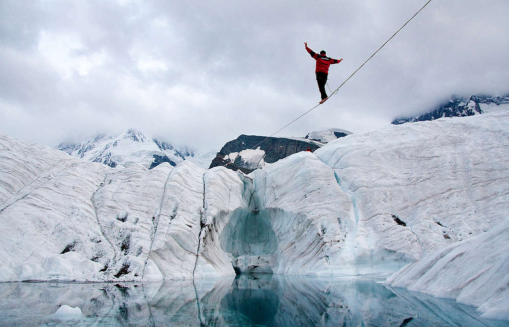 Climate Action with Tightrope Walker. © Greenpeace / Christian Schmutz