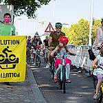 Protected Bike Lane Action in Stuttgart. © Andreas Varnhorn / Greenpeace