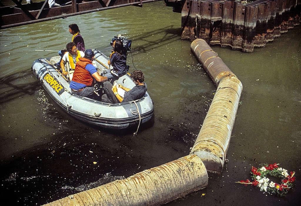 Great Lakes Beluga Tour 1988. © Robert Visser / Greenpeace