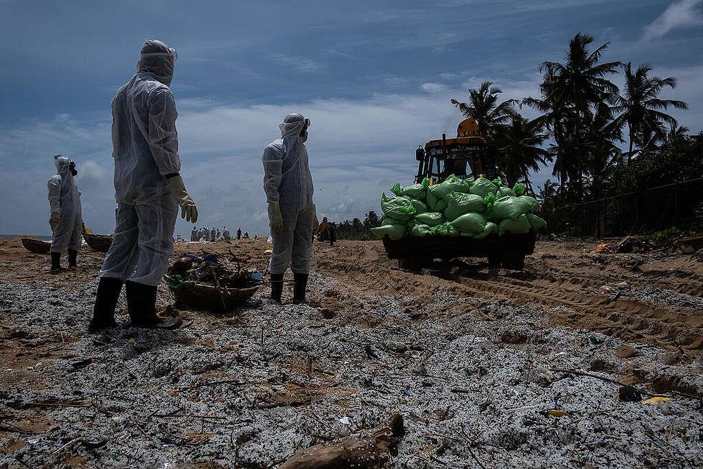 Microplastic Cleanup after X-Press-Pearl Accident in Sri Lanka. © Tashiya de Mel / Greenpeace