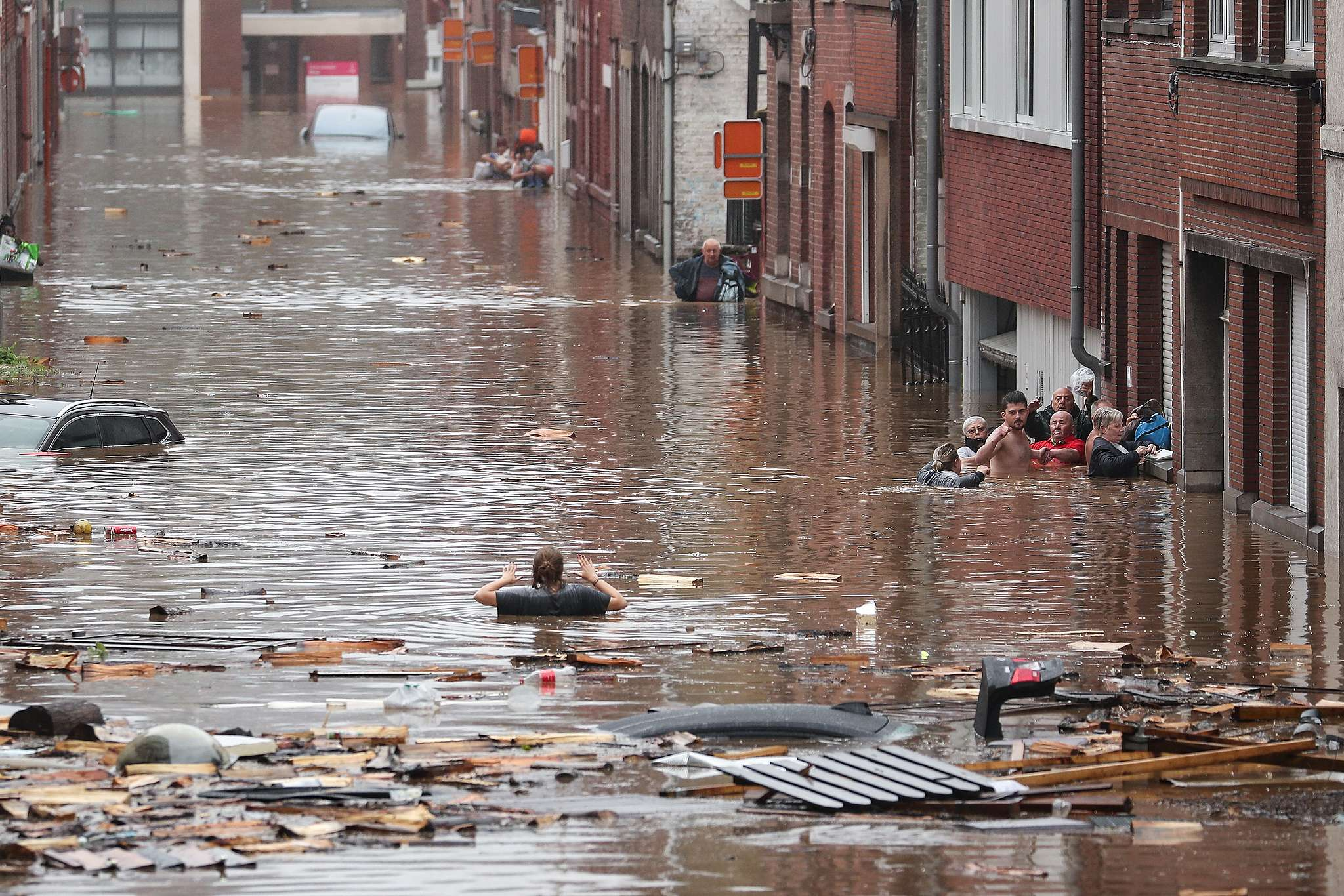 A woman is trying to move in a flooded street following heavy rains in Liege. © Bruno Fahy/Belga/AFP / Getty Images