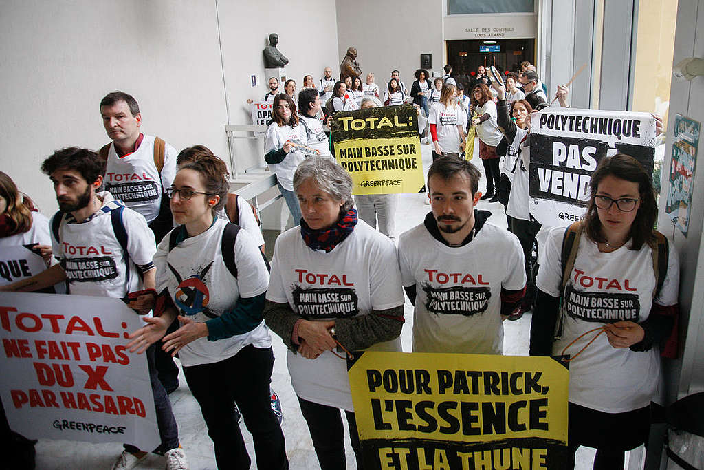 Action against Total's Project on Polytechnic University in Saclay, France. © Jérémie Jung / Greenpeace