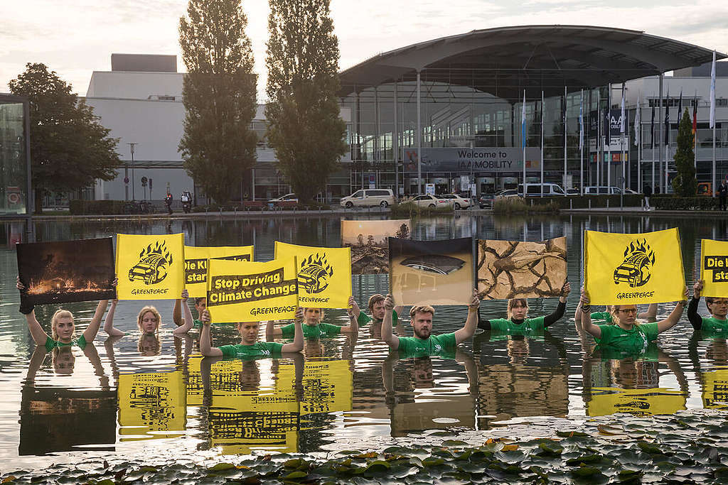 Protest at the IAA Mobility 2021 in Munich. © Gordon Welters / Greenpeace