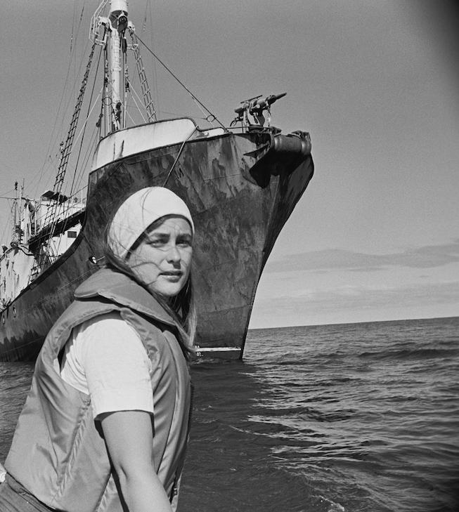 Bobbi Hunter and Russian harpoon boat, 1976. © Greenpeace / Rex Weyler