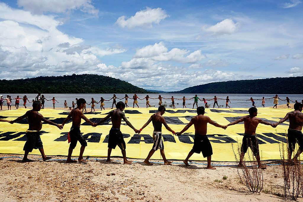 Greenpeace Joins the Munduruku to Protest Damming of Tapajós River. © Rogério Assis / Greenpeace
