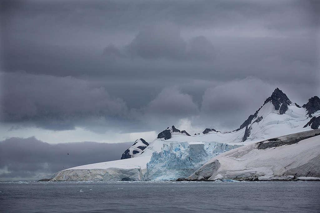 Errera Channel in Antarctica. © Abbie Trayler-Smith / Greenpeace
