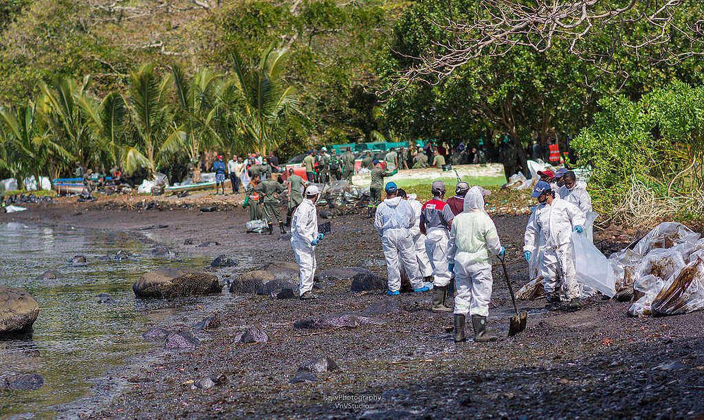 Mauritius Oil Spill in the Indian Ocean. © Rajiv Groochurn / Greenpeace