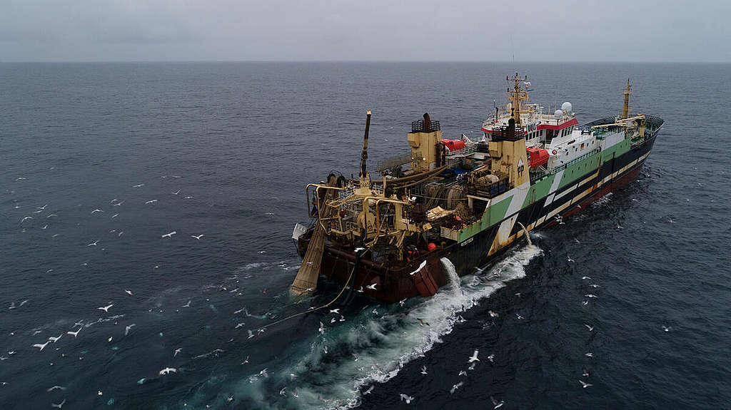 Helen Mary Supertrawler in the North Sea. © Christian Åslund / Greenpeace