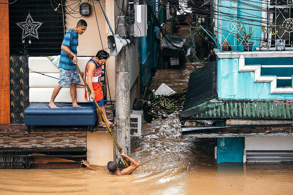 Typhoon Vamco Aftermath in Manila.   © Jilson Tiu
