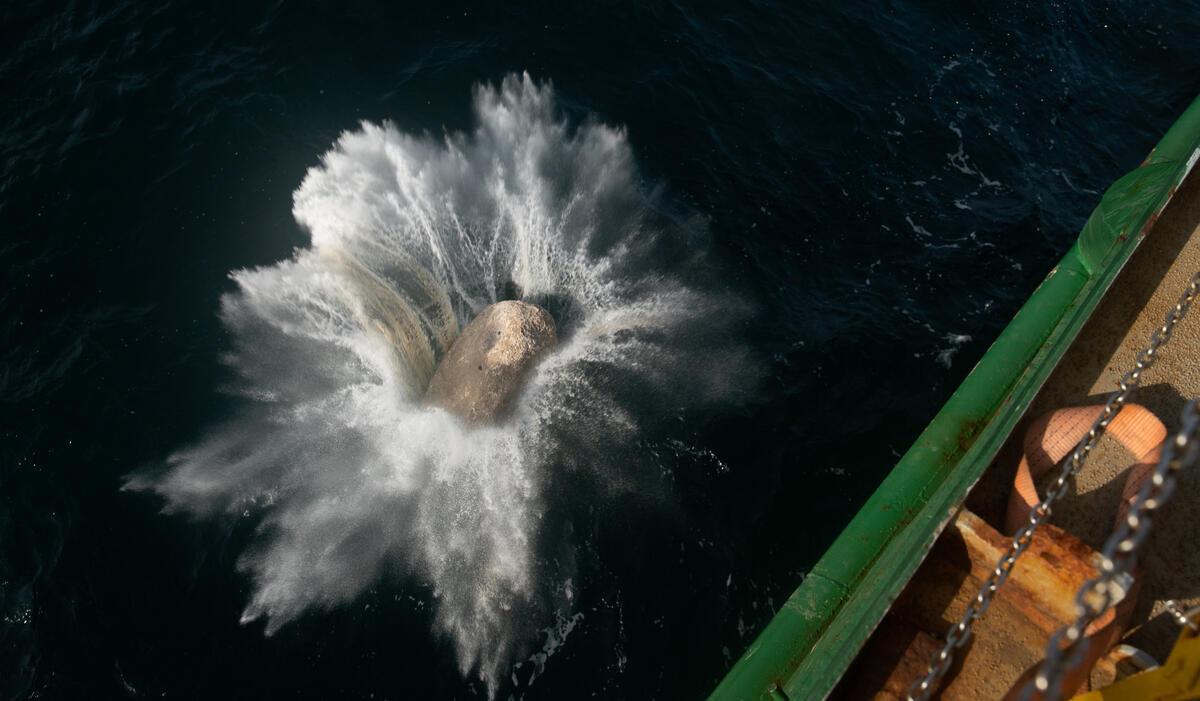 A boulder falls into the North Sea from the Greenpeace ship, Esperanza. © Suzanne Plunkett / Greenpeace