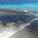 שמן צף על פני המים: הפשעים הסביבתיים של כלי שיט בלב ים