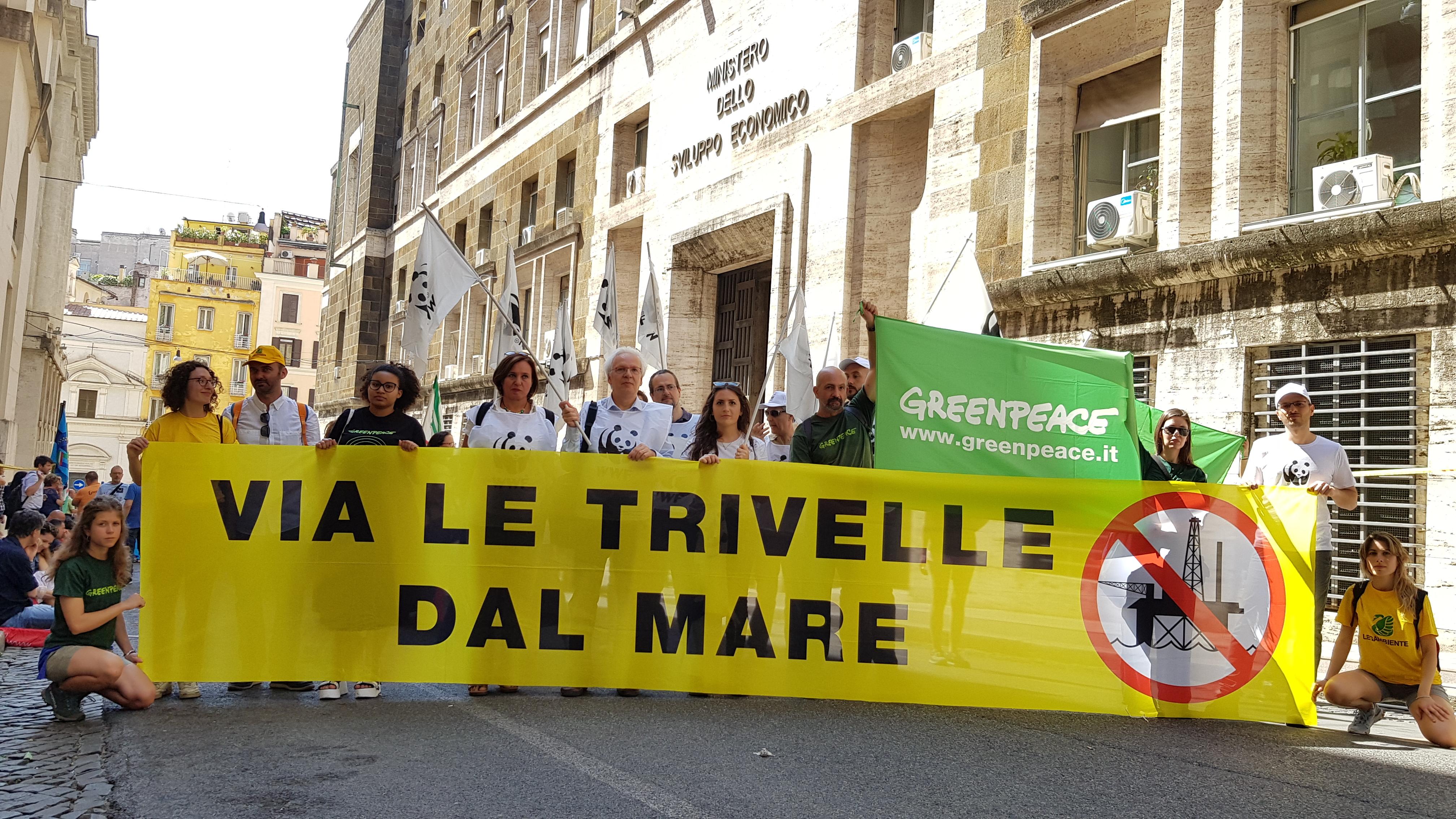 Manifestazione al Mise contro le trivelle - @Alessandro Bianchi/ Greenpeace