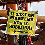 """Rapporto ONU su emissioni di metano, Greenpeace: """"Il gas è solo greenwashing dell'industria dei combustibili fossili e occorre limitare gli allevamenti industriali"""""""