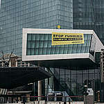 La BCE sostiene i giganti di gas e petrolio: oggi siamo andati a dirle che è ora di finirla