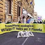 PNRR, Greenpeace al governo Draghi: «Whatever it takes per il Pianeta»