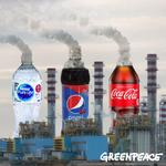 La plastica usa e getta di multinazionali come Coca Cola, Pepsico e Nestlè aggrava la crisi climatica