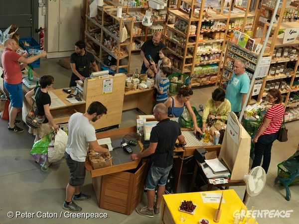 Super Halle is a new supermarket that only stocks ecological food.