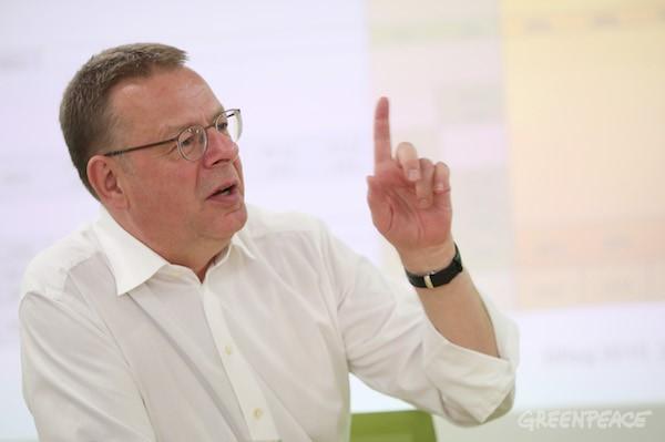 세계기후변화정책(UNFCCC), EU 에너지시장 분석, 이산화탄소 배출 저감정책, 온실가스 거래 및 시장 분석 등에 저명한 전문가로, 1977년 설립된 유럽의 대표적 환경 분야 연구기관인 외코 인스티튜트 (Öko Institut)의 에너지·기후정책 연구총괄책임자를 맡고 있는 펠릭스 마테스 박사(Dr. Felix Christian Matthes)