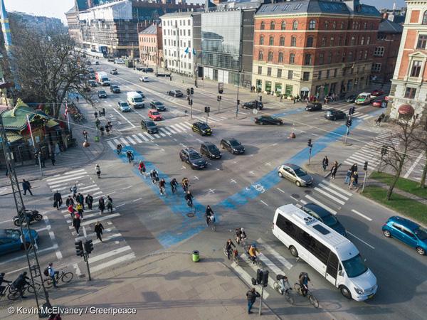 덴마크 코펜하겐 시내의 교통의 66%는 도보, 자전거, 대중교통으로 이루어진다