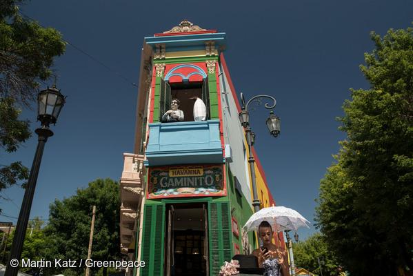 아르헨티나 부에노스아이레스의 카미니토 거리에서