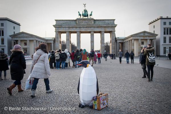 베를린 브란덴부르크문 앞 단체 관광객을 따라가다가