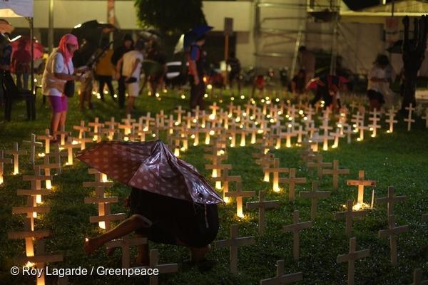 하이옌 태풍 4주년 희생자를 추모하는 촛불 세레모니