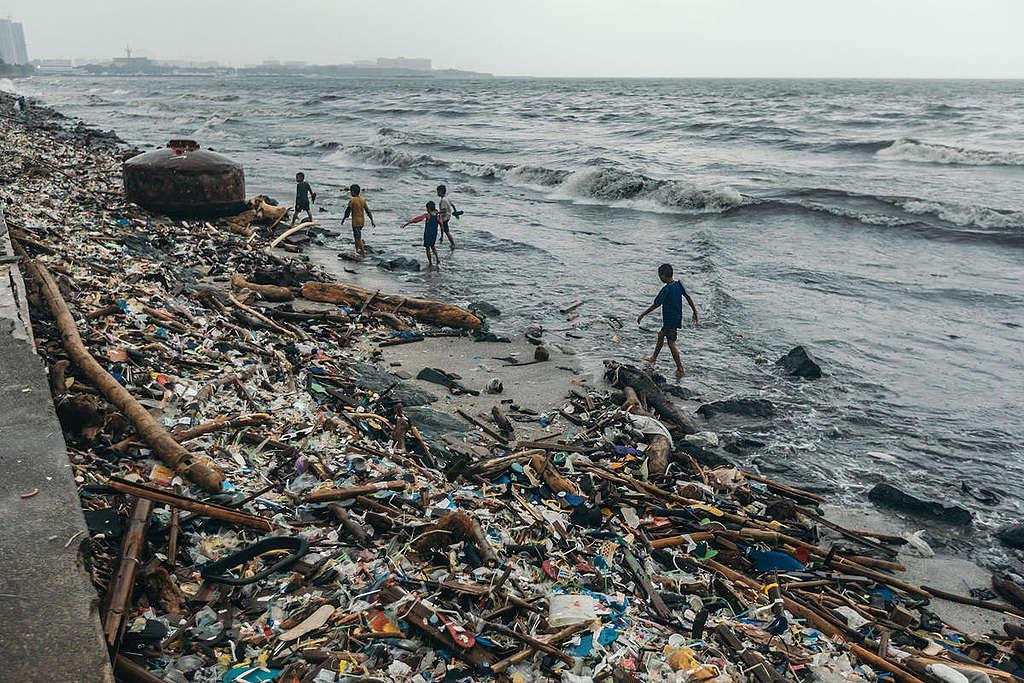 Plastic Waste in Manila Bay. © Jilson Tiu