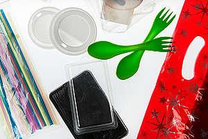 Produktfotos von Mikroplastik und Plastik. © Fred Dott