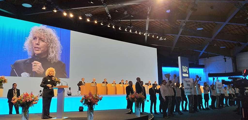 Jennifer Morgan (directrice exécutive de Greenpeace International) a prononcé un discours à la 152ème Assemblée Générale des actionnaires de Nestlé.