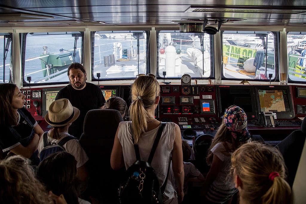 Visite du Rainbow Warrior à Piraeus, Grèce