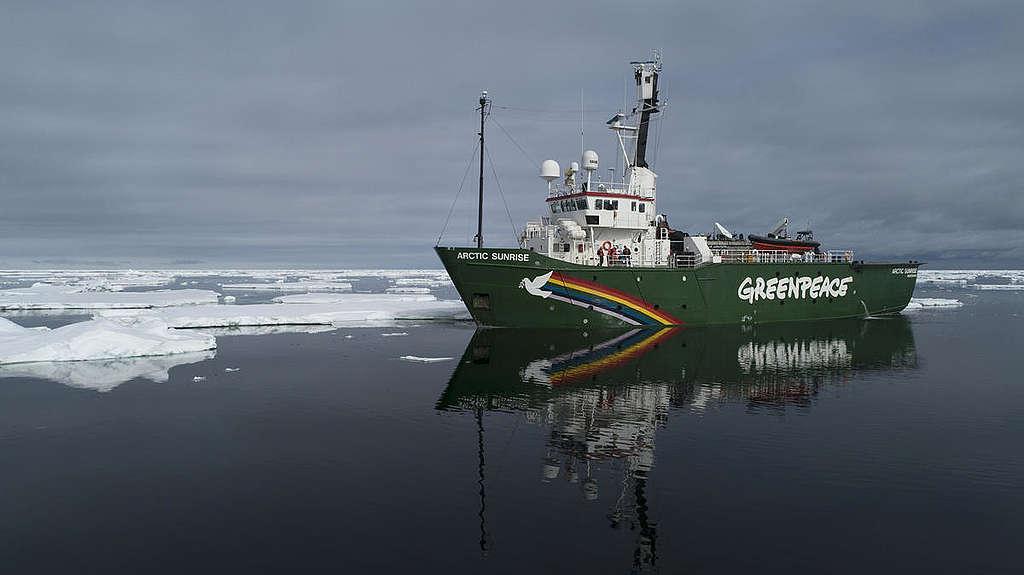 L'Arctic Sunrise en Arctique