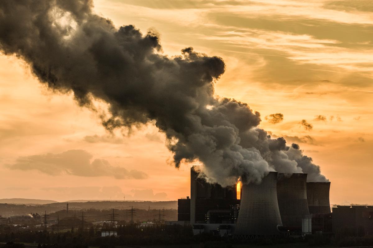Coal Fired Power Plant in the Rhenish Lignite Mining Area. © Bernd Lauter / Greenpeace