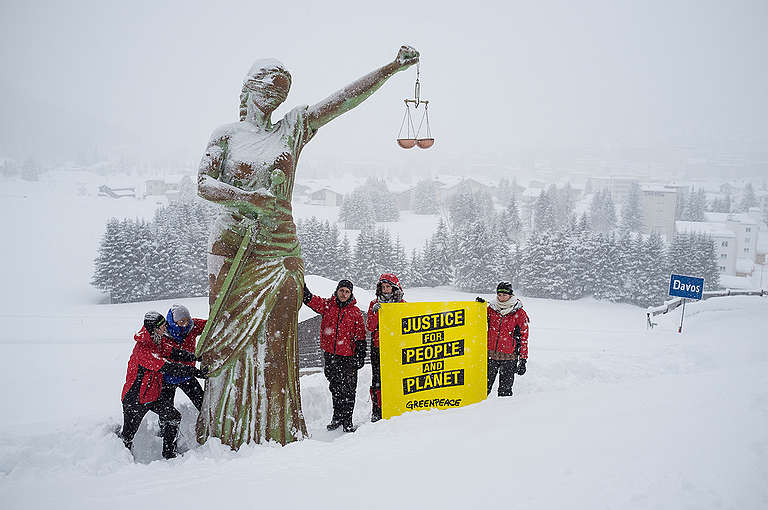 Statue of Justice Activity in Davos. © Greenpeace / Ex-Press / Flurin Bertschinger