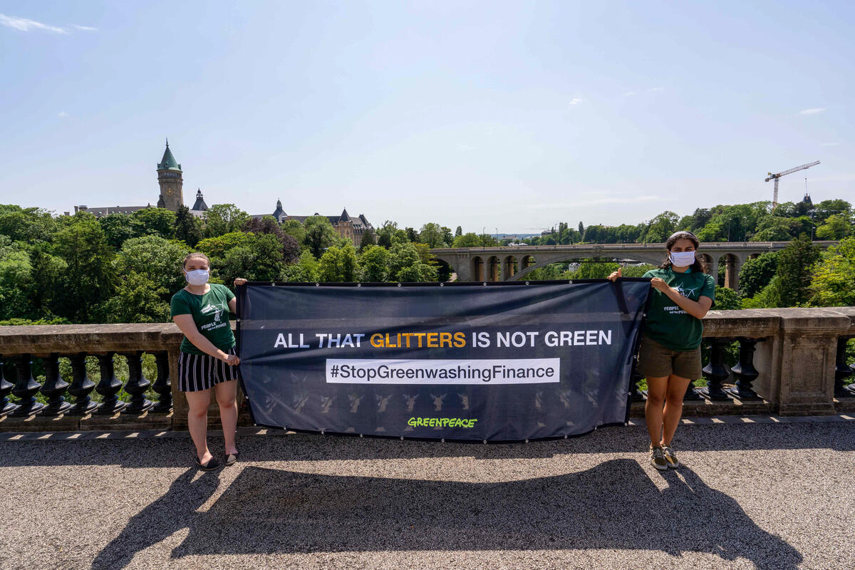 Green(washing) Finance Action in Luxembourg. © Sara Poza Alvarez / Greenpeace
