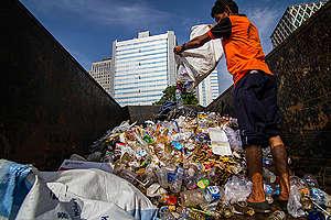 Clean Up Jakarta Day. © Dhemas Reviyanto / Greenpeace