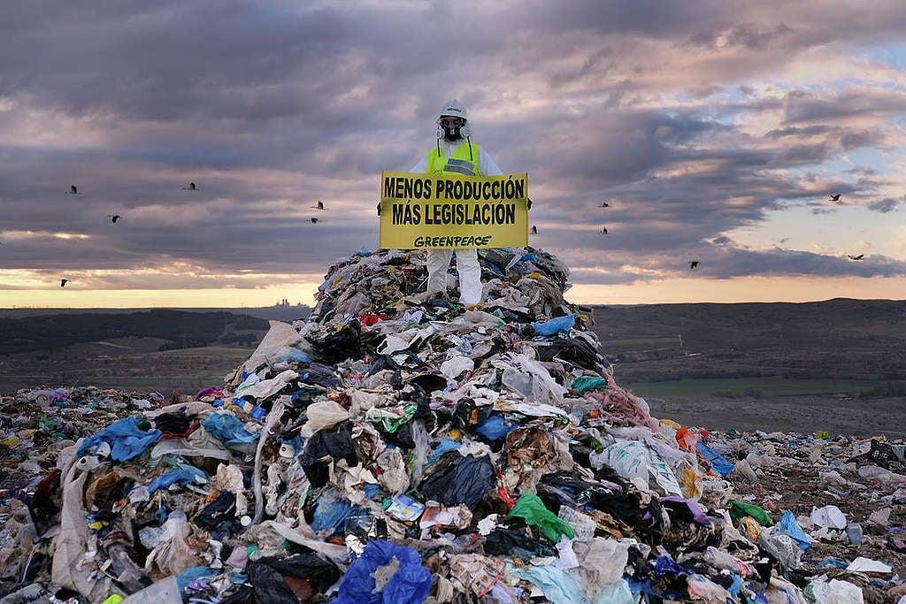 Debemos empujar una ley nacional que prohiba los plásticos desechables