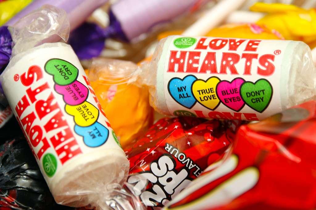 Al comprar dulces envueltos en celofán para el 14 de febrero estarías alimentando la contaminación de nuestros océanos